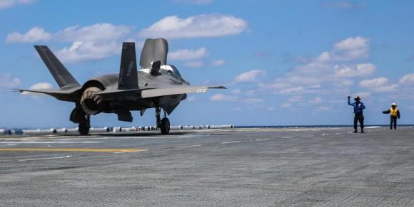 F-35B decola do USS Wasp - 2 foto USMC
