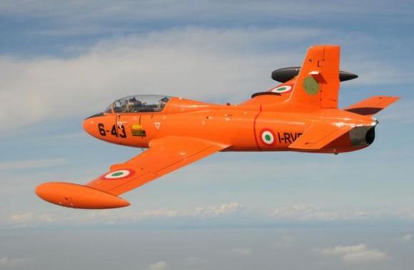 MB326 em cor laranja - foto via Franco Ferreira