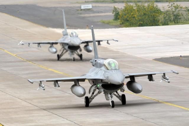 Cacas F-16 da FACh no exercicio Blue Sky com a USN - foto FACh
