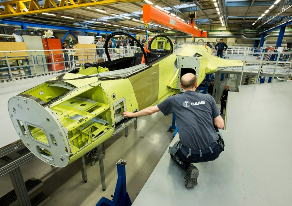 Protótipo do Gripen E na linha de montagem - Foto Per Kustvik - © Saab AB