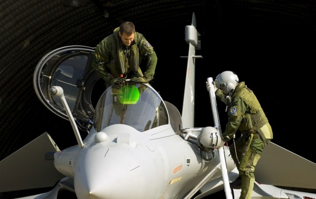 Rafale e tripulantes - foto via Dassault