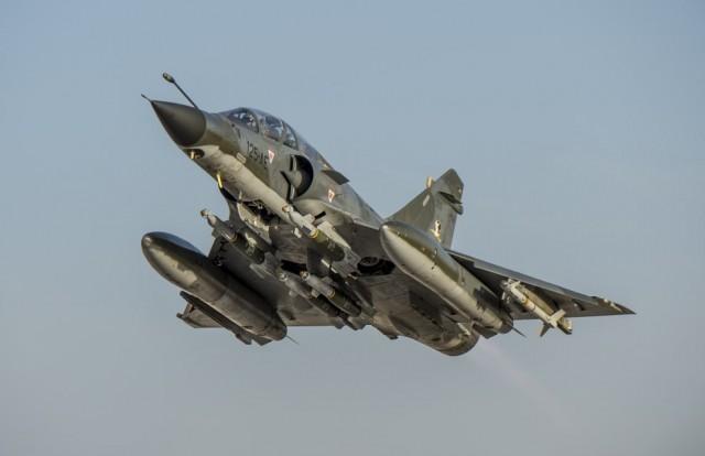 Mirage-2000N-decola-em-patrulha-mista-na-op-Chammal-foto-Forca-Aerea-Francesa.jpg