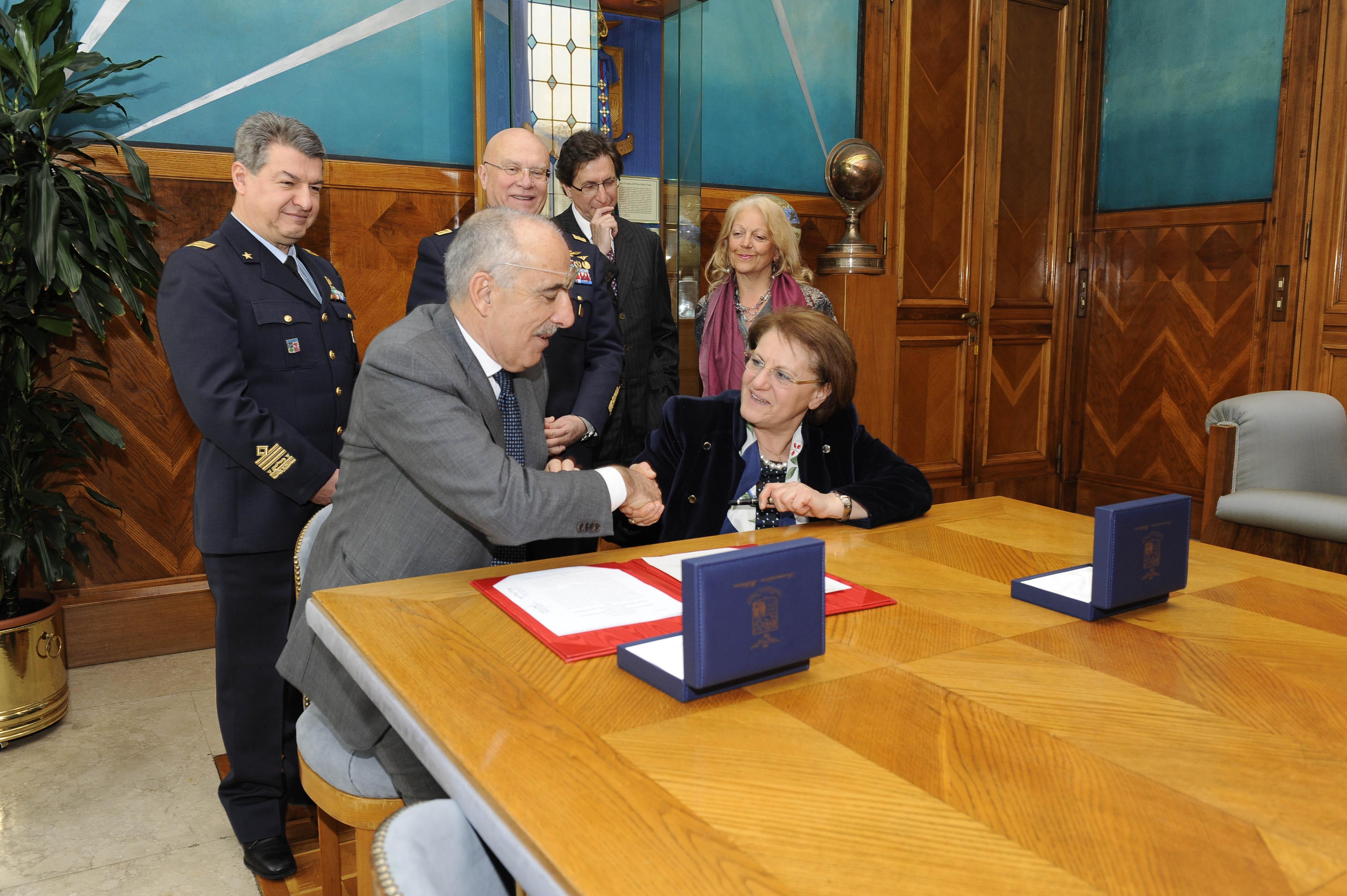 M-346 - assinatura contrato 9 exemplares 18mar2016- foto 2 Forca Aerea Italiana