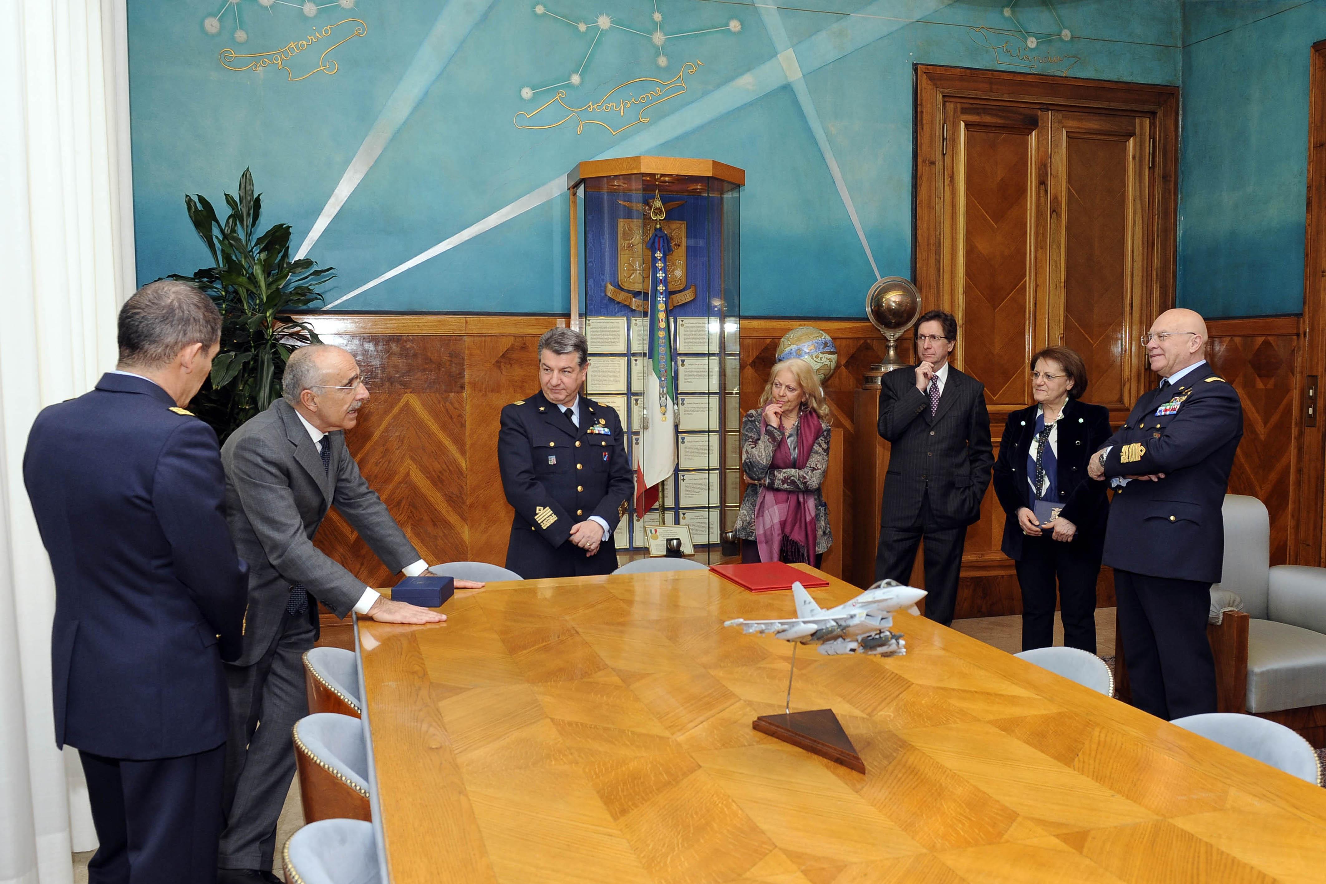 M-346 - assinatura contrato 9 exemplares 18mar2016- foto Forca Aerea Italiana