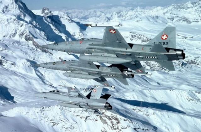 F-5 Tiger II e FA-18 Hornet - foto Forca Aerea Suica