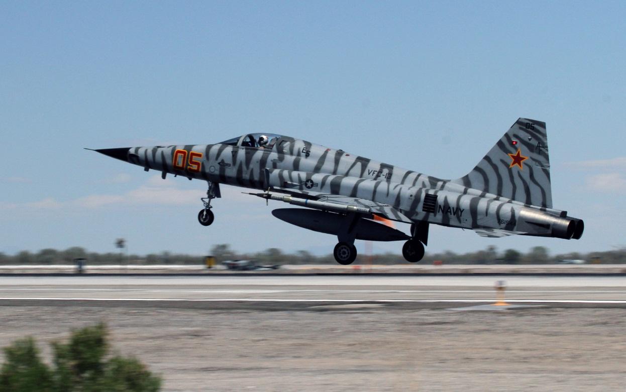 F-5 do VFC 13 - foto 2 USN
