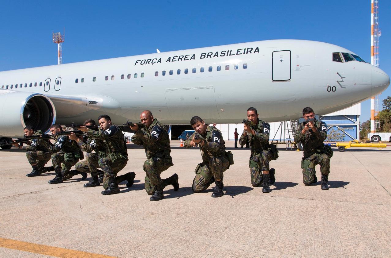 C-767 da FAB - primeiro transporte de tropas - foto 2 FAB - ten Heitor