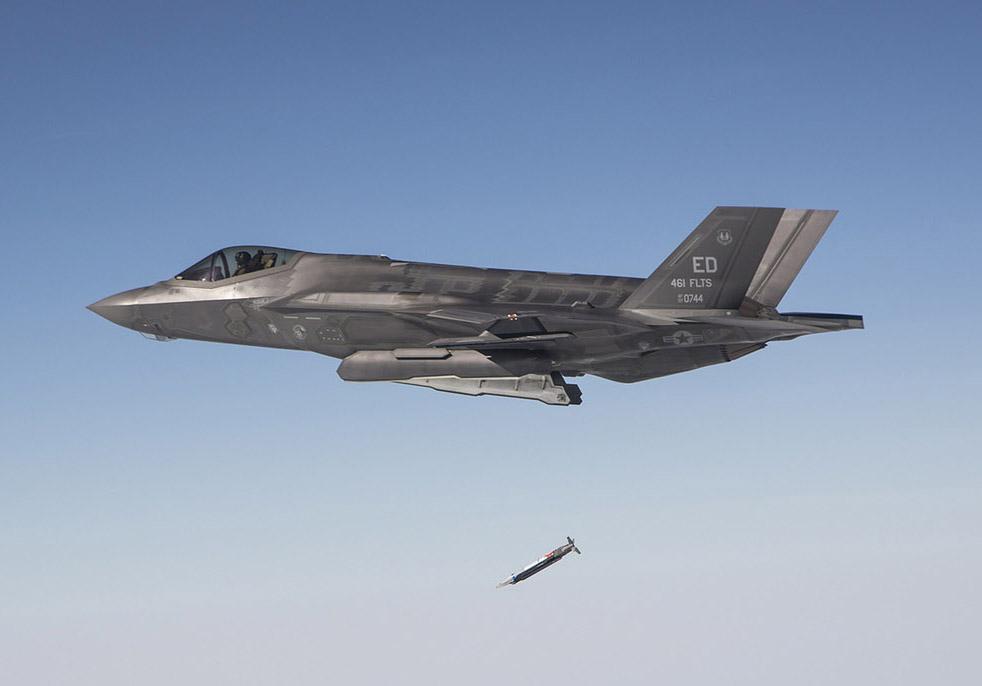 F-35A testando SDB