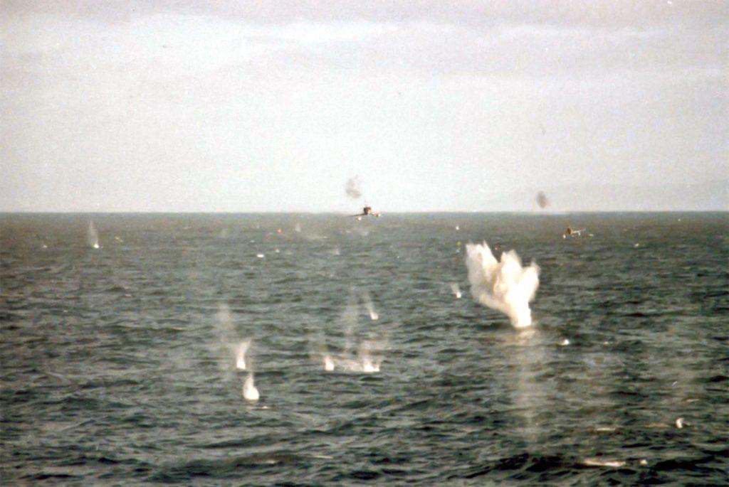 http://www.aereo.jor.br/wp-content/uploads//2017/05/A-4-atacam-a-HMS-Broadsword-no-dia-25-de-maio-de-1982.jpg