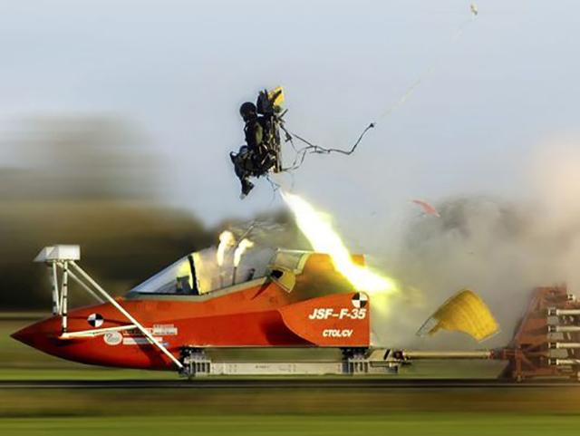 martinbaker-ejectorseat-F-35.jpg