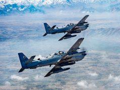 Dois A-29 Super Tucano voam sobre o Afeganistão, em 22 de março de 2017 - Foto: USAF