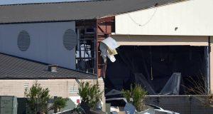 F-22 Raptor dentro de um hangar destruído pelo furacão Michael