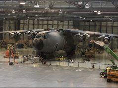 A Airbus está atualmente adaptando os transportes A400M para adicionar recursos não disponíveis no momento da entrega original e para substituir a caixa de engrenagens principal do motor. Esta aeronave da Força Aérea Francesa está sendo atualizada na fábrica