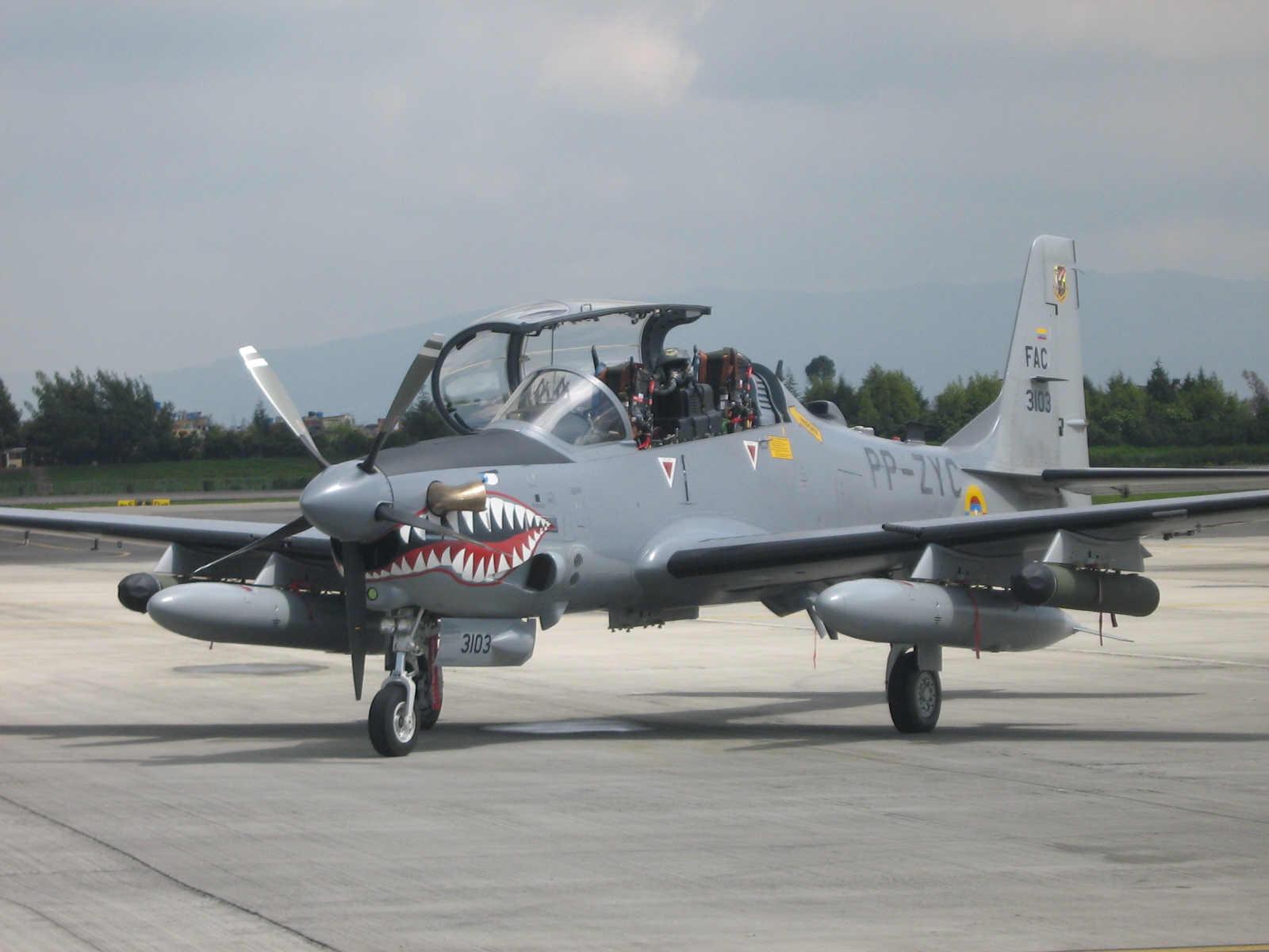 Força Aérea Colombiana bombardeia acampamentos das Farc.