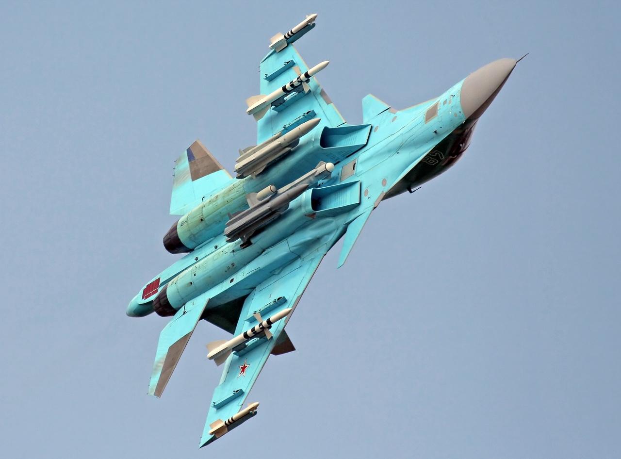 Су-34 : истребитель-бомбардировщик.