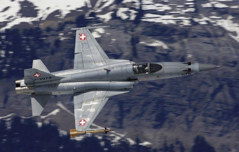 Ecos da Crise:O Chefe do Exército da Suíça disse que a forças armadas suíças estão efetivamente 'falidas'
