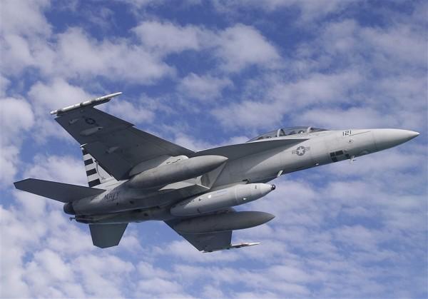 f-18-super-hornet-irst-tanque-central-foto-boeing