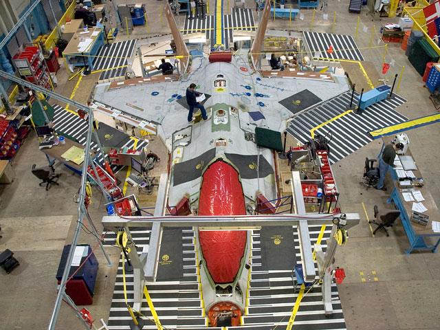 f-35-prototipo-asas-lemes-secao-central-e-do-cockpit-unidas-foto-jsf-website