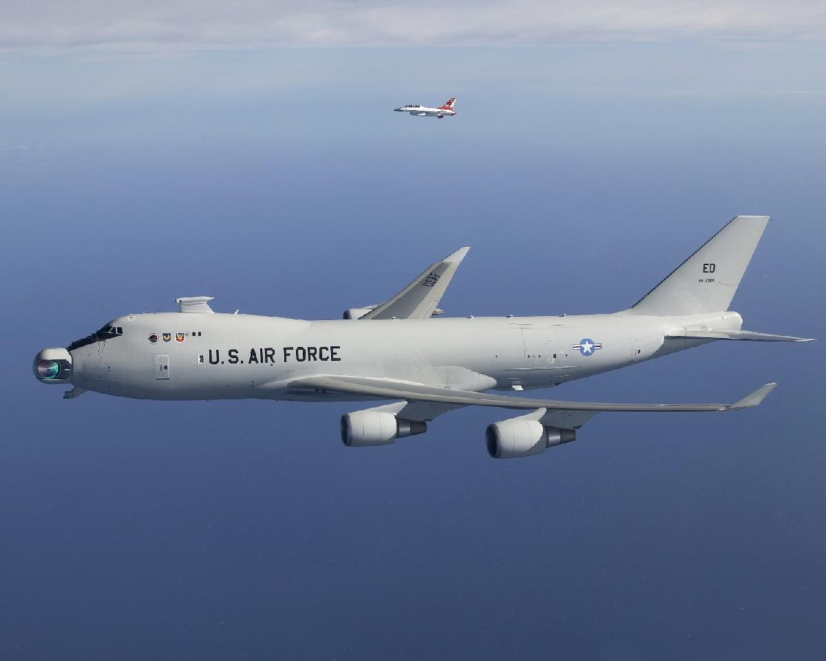 abl-boeing-747-com-laser-foto-boeing