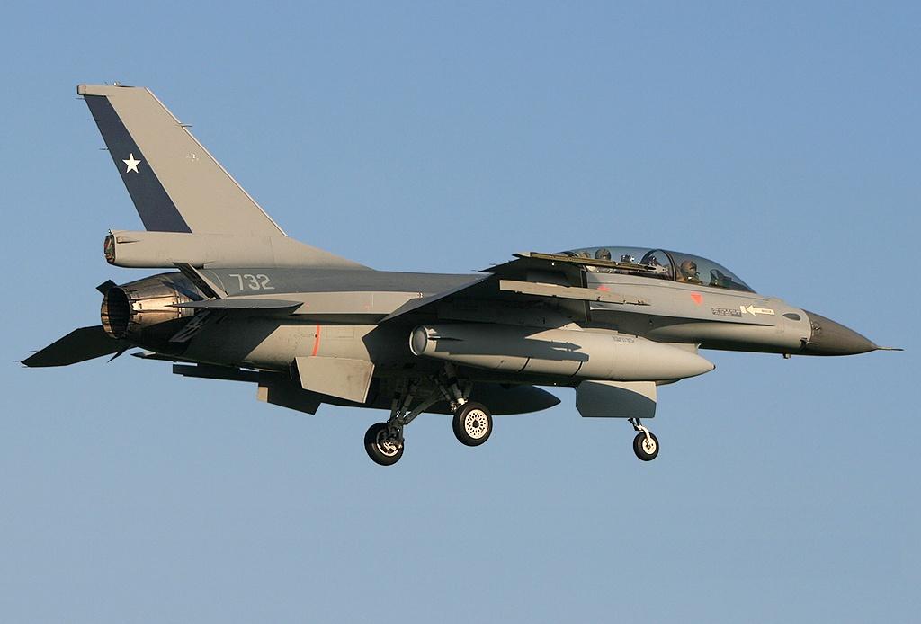 http://www.aereo.jor.br/wp-content/uploads/2009/04/f-16bm-chile-1.jpg