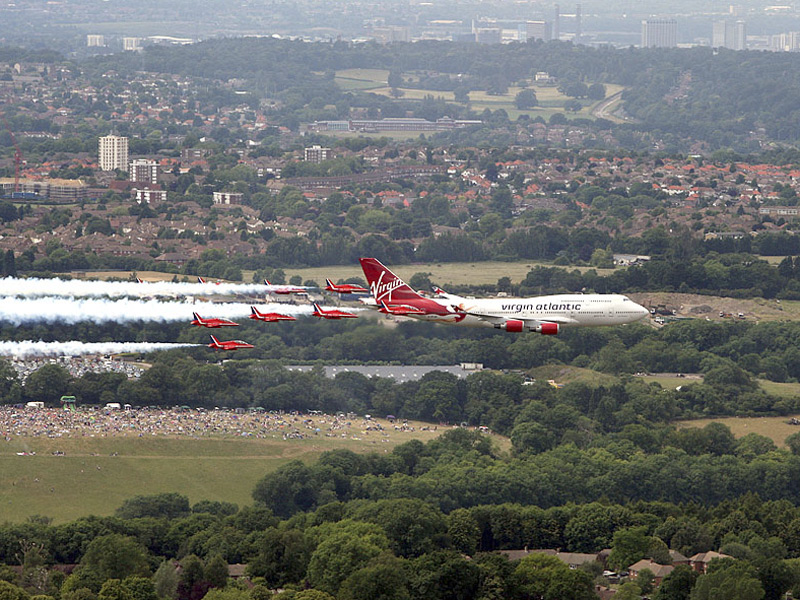 virgin-25-anos-e-red-arrows-foto-2-site-raf-steve-parsons-press-association