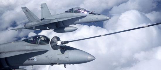 f-18-hornet-finlandia-bi-e-mono-foto-forca-aerea-finlandesa