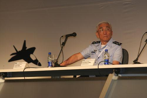 Comandante da Aeronáutica Juniti Saito durante a LAAD-09