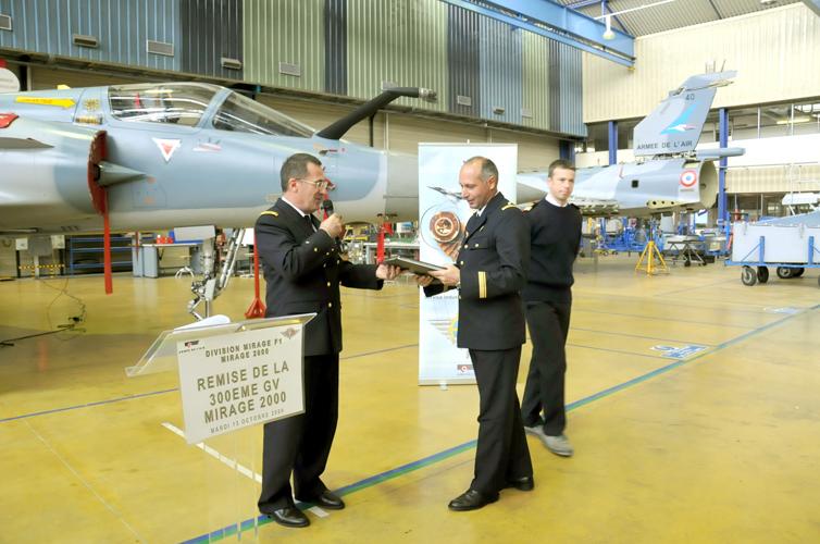 Mirage 2000 - revisão 300 - foto armee de lair