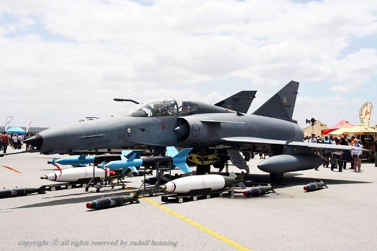 Equador reforça meios aéreos para defender fronteiras