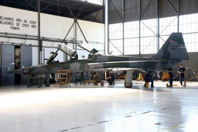 F-5F lacador