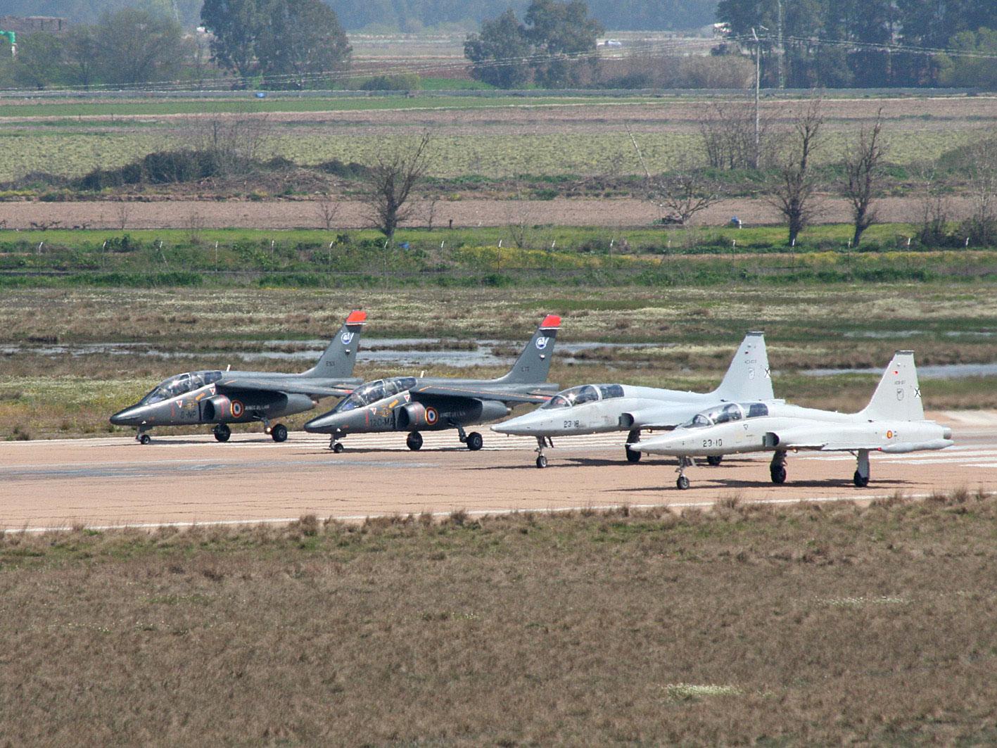 Alpha Jets e F-5 B na Espanha - foto Ejercito del Aire