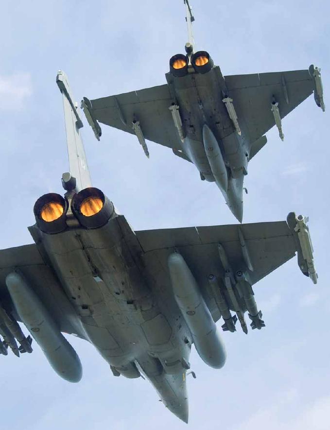 Elemento de Rafale com turbinas em pós combustão - foto via Dassault Aviation - revista Fox three n14
