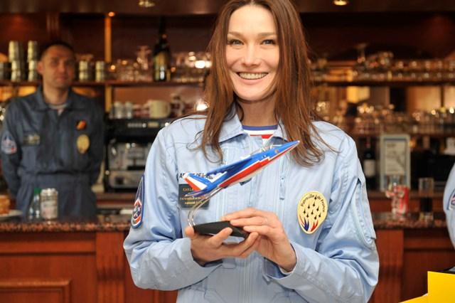 Carla Bruni - Madrinha Patrouille de France - foto 2 Patrouille de France