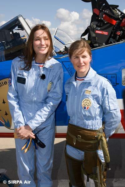 Carla Bruni e comandante da Patrouille de France - foto Armee de lair