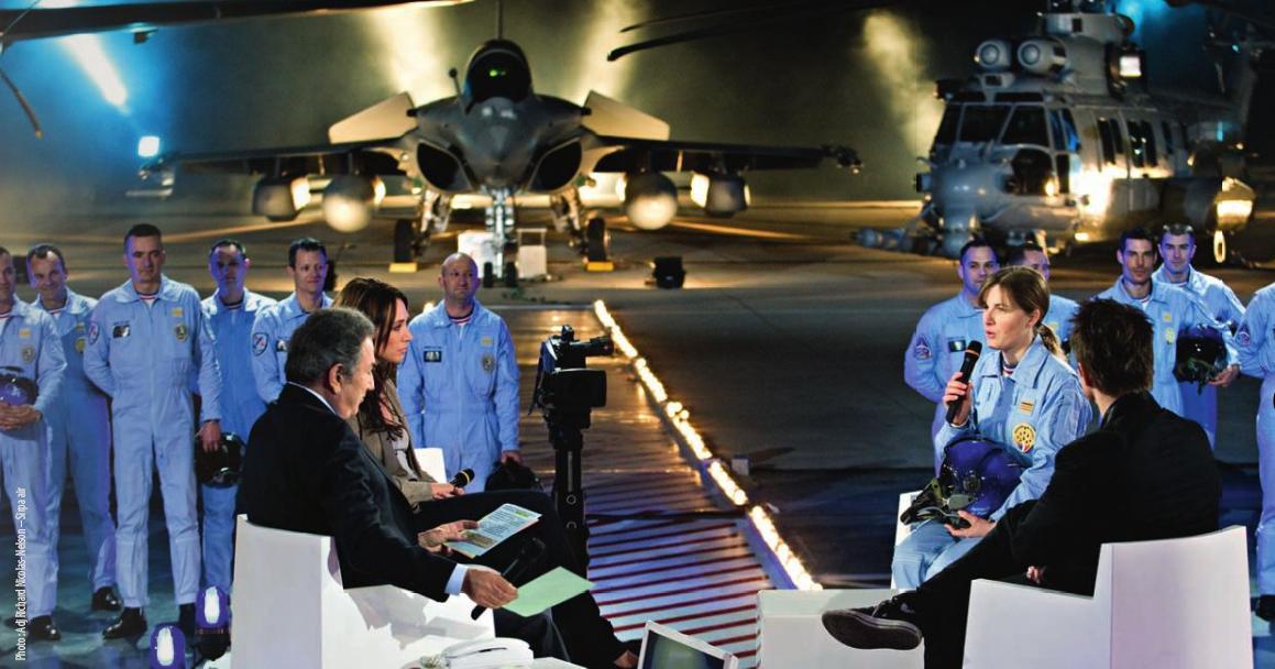 Rafale, EC 725 e Patrouille de France em show de TV em 23 março 2010 - foto revista Air Actualites via Armee de lair