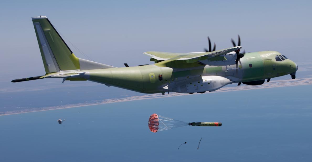 C-295 lança torpedo - foto EADS