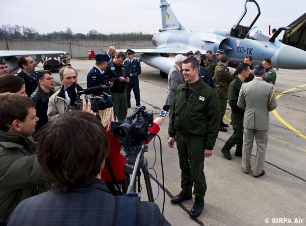 Cerimônia transferência Def Aerea do Báltico - França Polônia  - foto Armee de lair