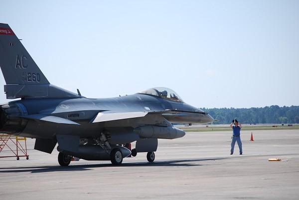 F-16 para conversão em QF-16 - foto Boeing