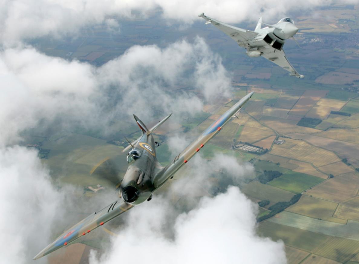 Spitfire e Typhoon - foto via BAE Systems