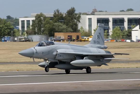 الصفقات العسكرية العربية بالكامل من ( 2004 : 2013 )  - صفحة 4 JF-17-Farnborough-2010-1-580x388