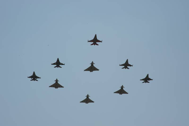 Accidentes/incidentes aéreos(Resto del mundo) Typhoon-X-Gruppo-e-F-16-foto-Eurofighter