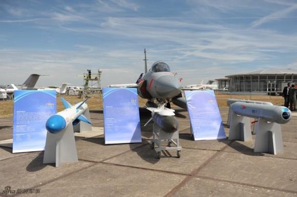 الصين : الحكومة المصرية بدأت الانتاج المشترك لجى اف 17 بعدما اشترت 48 واحدة والصين تصدر المدفع بلز 4 - صفحة 2 JF-17-Weapons-1-580x385