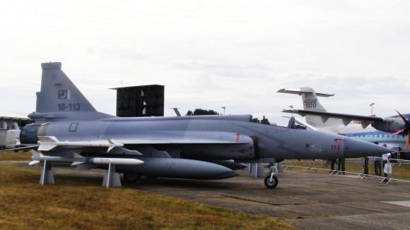 الصين : الحكومة المصرية بدأت الانتاج المشترك لجى اف 17 بعدما اشترت 48 واحدة والصين تصدر المدفع بلز 4 - صفحة 2 JF-17-Weapons-4-580x326
