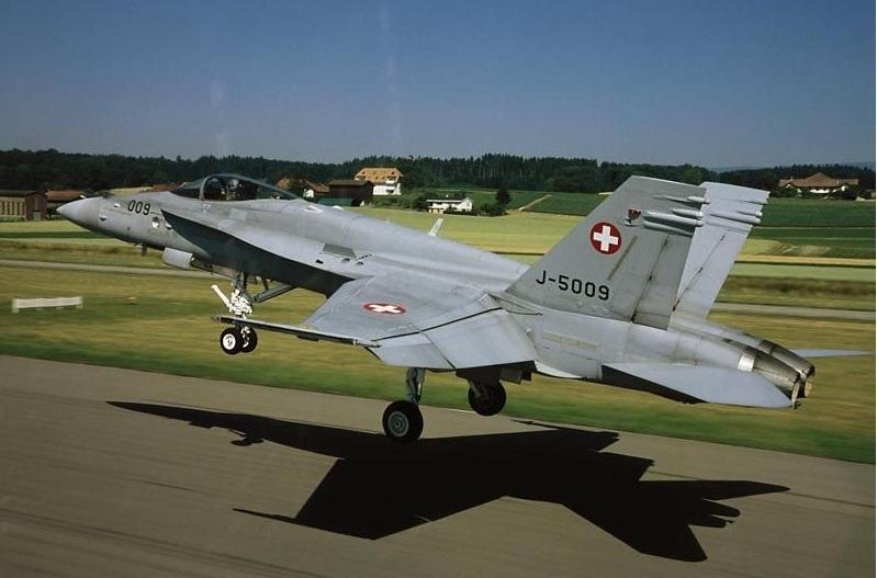 F-18-Hornet-foto-For%C3%A7a-A%C3%A9rea-S