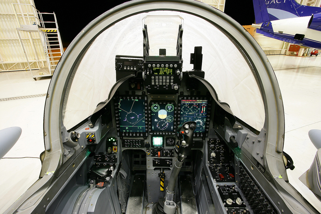 Cockpit-do-A29-Super-Tucano.jpg