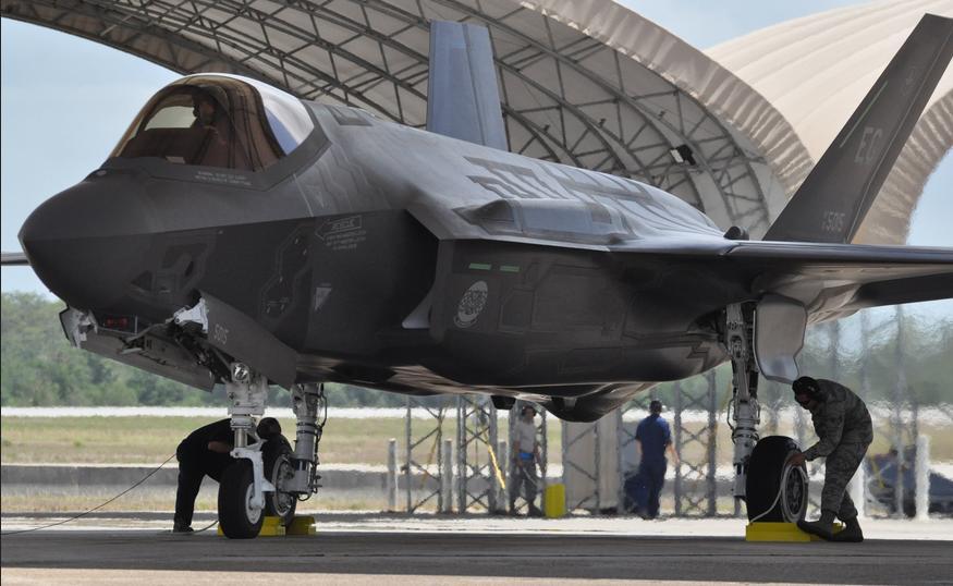 Um-de-dois-F-35A-que-chegaram-a-Eglin-em