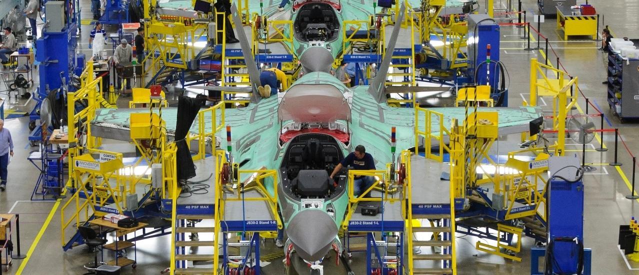 linha-do-montagem-do-F-35-foto-LM.jpg