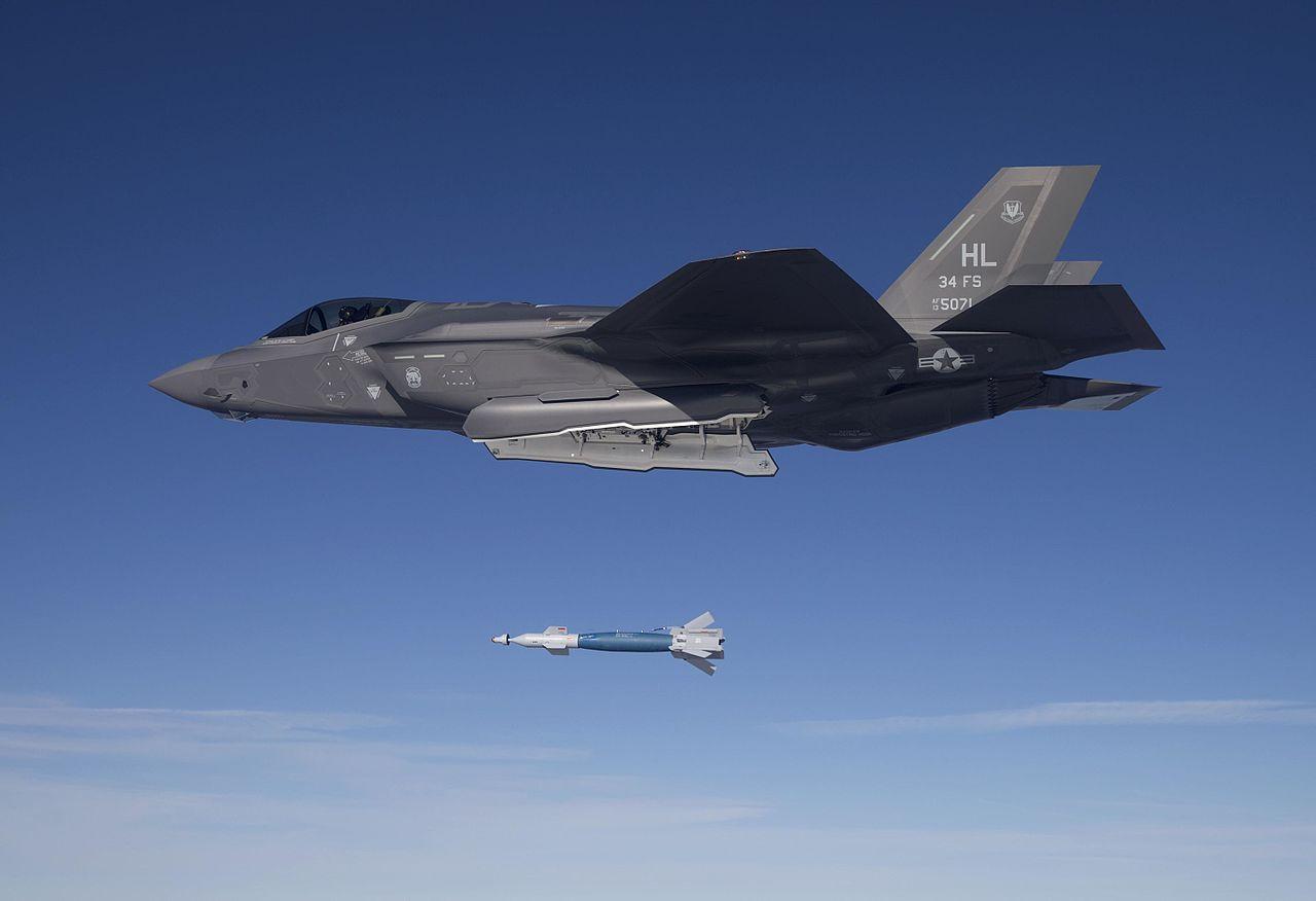 F-35A_Lightning_II_of_the_34th_FS_drops_