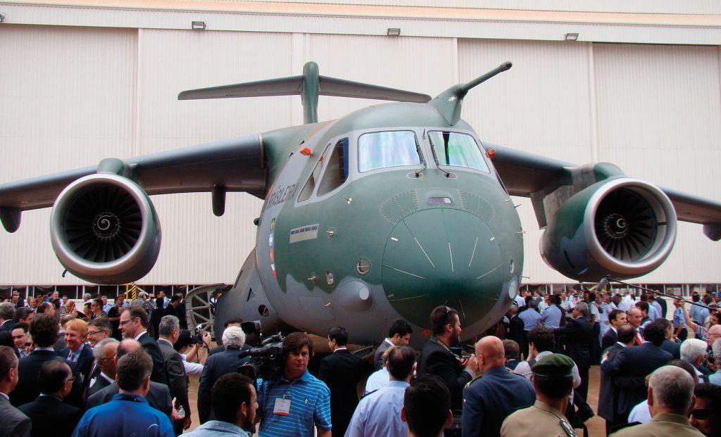 KC-390-roll-out-foto-Nun%C3%A3o-1024x621