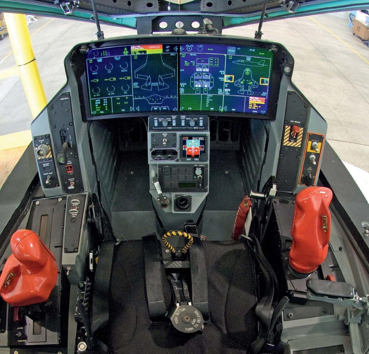 f35-41-cockpit.jpg